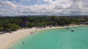 Krajobraz z oceanem indyjskim i nadmorski w belle klaczu, Mauritius Plażowy piasek i linia brzegowa zdjęcie wideo