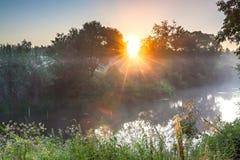 Krajobraz z rzeką i wschodem słońca fotografia stock