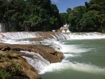 krajobraz z siklawami Agua Azul w Chiapas Zdjęcie Stock