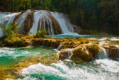 Krajobraz z siklawy Agua Azul, Chiapas, Palenque, Meksyk Obrazy Royalty Free