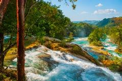 Krajobraz z siklawy Agua Azul, Chiapas, Palenque, Meksyk Zadziwiający zjawisko natura Zdjęcie Royalty Free