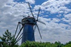 Krajobraz z Starym drewnianym wiatraczkiem obraz royalty free