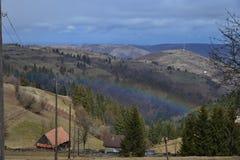 Krajobraz z tęczą przy Marisel górską wioską Fotografia Stock