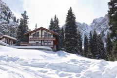 Krajobrazowa domowa kabinowa halna zima Obraz Royalty Free