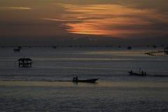 Krajobrazowa fotografia wioska rybacka w wschodzie słońca Zdjęcie Stock