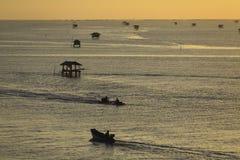 Krajobrazowa fotografia wioska rybacka w wschodzie słońca Obraz Stock