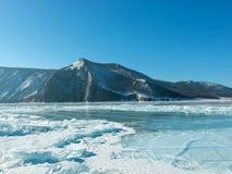Krajobrazowa fotografia Zamarznięty Jeziorny Baikal w Syberia; Federacja Rosyjska zdjęcie stock