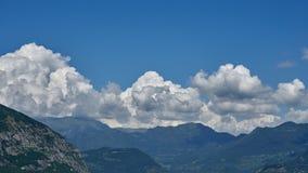 Krajobrazowa góra z chmurą Zdjęcia Stock