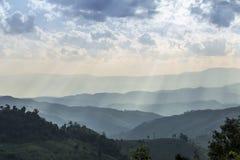 Krajobrazowa góra z rolnictwa gospodarstwem rolnym Obrazy Stock