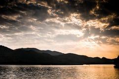 Krajobrazowa góra z stawem Fotografia Stock