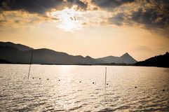 Krajobrazowa góra z stawem Zdjęcia Royalty Free