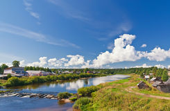 krajobrazowa rzeczna wioska Zdjęcie Royalty Free
