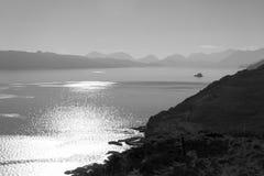 Krajobrazowa sceneria światła jeziorne chmury i niebo czarny biel Fotografia Royalty Free