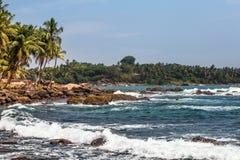 Krajobrazowa skalista tropikalna plaża obraz royalty free