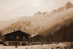 krajobrazowe Chamonix góry zbliżać wiejskiego Obraz Royalty Free