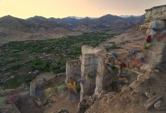 Krajobrazowe góry z światłem słonecznym przed zmierzchem w Leh ladakh obrazy stock