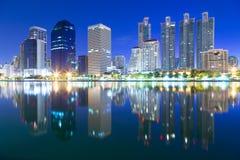 Krajobrazowego budynku nowożytna dzielnica biznesu Bangkok przy twilgi Obraz Royalty Free