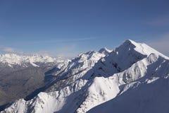 Krajobrazowy śnieżny góra ośrodek narciarski w e Fotografia Royalty Free