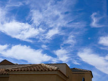 Krajobrazowy budynku niebo chmurnieje wody morskiej fontannę 2 Obraz Royalty Free