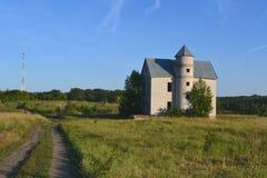 Krajobrazowy dom w drewnach Fotografia Royalty Free