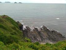 Krajobrazowy góry i morza oceanu natury niebo chmurnieje Zdjęcia Royalty Free