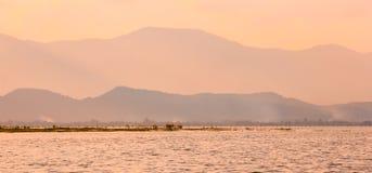 krajobrazowy halny blisko jeziorem Obraz Royalty Free