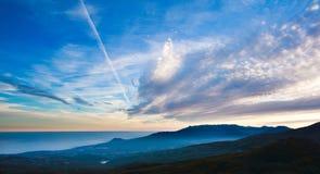 Krajobrazowy natury tło, chmury w wieczór niebie Zdjęcia Stock