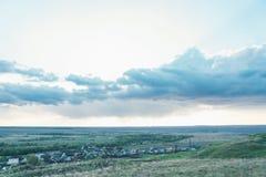 Krajobrazowy niebo i rosjanin wioska Zdjęcia Royalty Free
