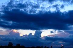 Krajobrazowy niebo przy mrocznym czasem Obraz Royalty Free