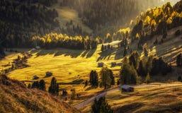Krajobrazowy niedaleki Passo Gardena przy zmierzchem, dolomity, Włochy zdjęcia royalty free
