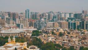 Krajobrazowy widok drapacze chmur i wieżowowie w mieście Baku, Azerbejdżan zbiory wideo