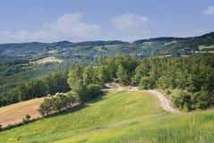 Krajobrazowy widok emilia, comune Sasso Marconi Wiejska wieś w wiośnie zdjęcia royalty free