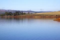 Krajobrazowy widok Midmar wieś i tama Obrazy Stock