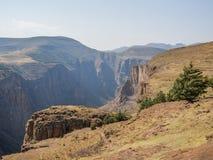 Krajobrazowy widok nad głębokim jarem w górach Lesotho blisko Semonkong, afryka poludniowa Zdjęcie Stock