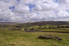 Krajobrazowy widok od Norber eratyków w kierunku Wharfe doliny w Yorks fotografia royalty free