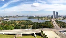 Krajobrazowy widok Putrajaya wagonu sypialnego brzeg jeziora Obrazy Royalty Free