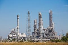 Krajobrazowy widok rafinerii wierza olej i rafinerii roślina Zdjęcie Royalty Free