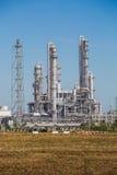 Krajobrazowy widok rafinerii wierza olej i rafinerii roślina Fotografia Royalty Free