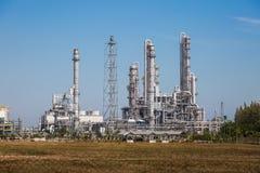 Krajobrazowy widok rafinerii wierza olej i rafinerii roślina Zdjęcia Royalty Free