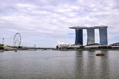 Krajobrazowy widok Singapur z Marina zatoki Singapur i piasków ulotką w tle obraz royalty free