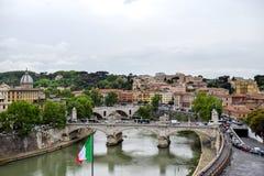 Krajobrazowy widok Tiber rzeka w Rzym Włochy zdjęcie stock