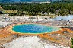 Krajobrazowy widok Uroczysta Graniastosłupowa wiosna w Yellowstone NP Zdjęcia Stock