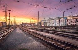 krajobrazu przemysłowego Stacja kolejowa w Nuremberg, Niemcy linia kolejowa Obraz Stock