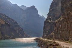 krajobrazu wybrzeża lodu wody rzecznej zimy zdjęcie stock