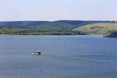 krajobrazu wybrzeża lodu wody rzecznej zimy Zdjęcie Royalty Free