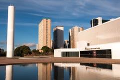 Krajowa biblioteka Brasilia i Biznesowi budynki zdjęcia stock