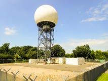 Krajowa ruch powietrzny us?ugi NATS radarowa kopu?a przy T?sk pas ruchu, Bovingdon zdjęcia stock
