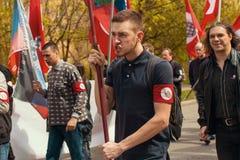 Krajowi bolszewicy wraz z partia komunistyczna zwolennikami, brali udział w zlotnym ocechowaniu Maja dzień Zdjęcia Royalty Free