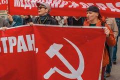 Krajowi bolszewicy wraz z partia komunistyczna zwolennikami, brali udział w zlotnym ocechowaniu Maja dzień Obrazy Stock