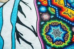 Krajowi pamiątek rzemiosła Huichol mozaika koraliki Czerep ikrustowana piłki nożnej piłka Zdjęcie Stock